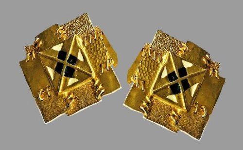 Gold tone square shaped vintage earrings