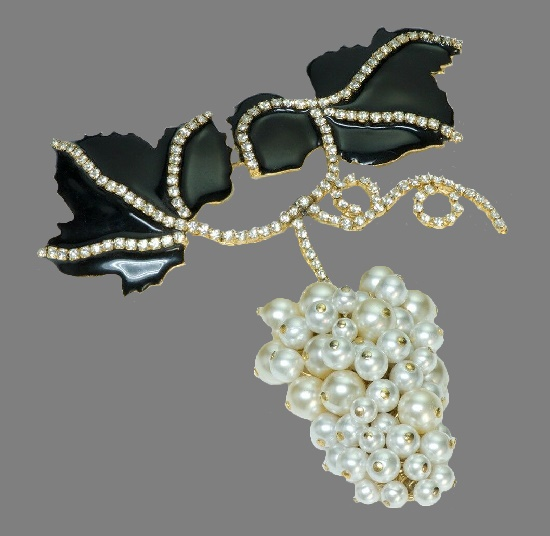 Valentino Garavani vintage costume jewelry. Grape brooch. Gold tone metal, enamel, faux pearls, Swarovski crystals