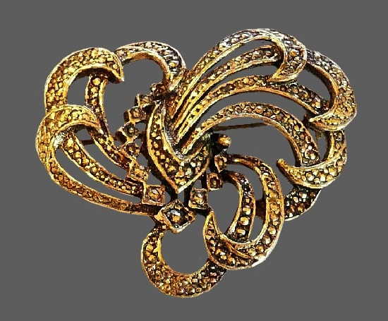 Heart shaped swirl brooch of gold tone, marcasite