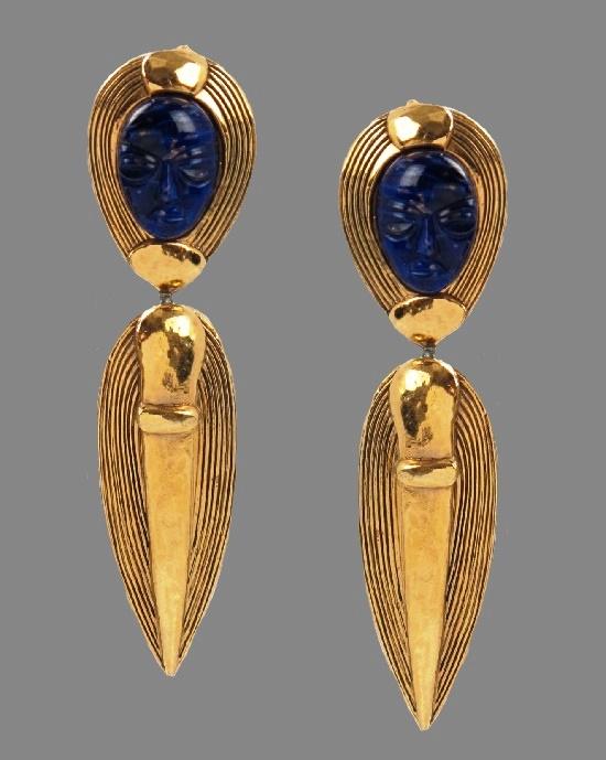 Initials round vintage pendant. Gold tone metal, rhinestones. 4,6 cm