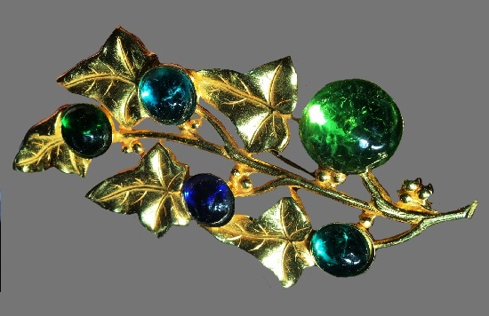Leaf vine brooch pin, gold tone metal, art glass. 1980s