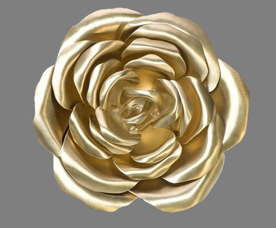 Rose flower brooch of gold tone