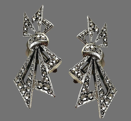 Silver plated tied triangles shape earrings