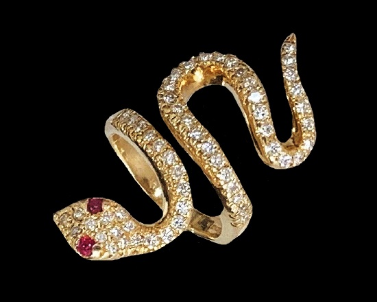 Snake ring. 14k yellow gold and diamond