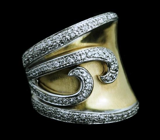 Statement ring. 14K gold, diamonds