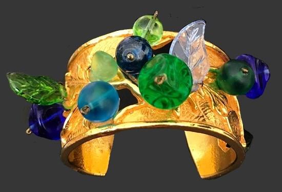 Vintage bracelet. Gold tone metal, art glass, glass cabochons. 1980s