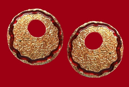 A pair of earrings. Gold plated, enamel