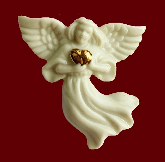 Angel with gold heart brooch. Porcelain, 24К gold. 4,7 cm, 1980s