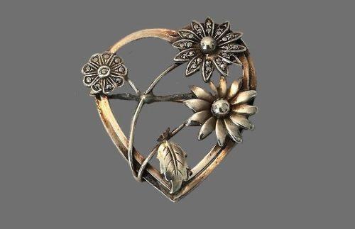 Daisy heart pin of silver tone