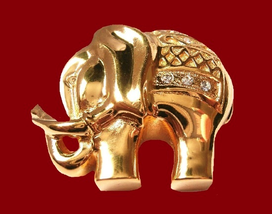 Elephant vintage brooch. Gold plated, crystals