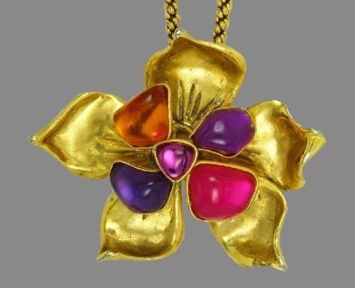 Flower pendant. Purple, violet and green lucite, gold tone metal