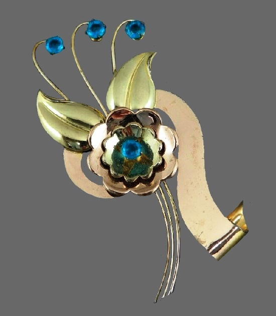 Flower vintage brooch. 10K rose and yellow gold, blue stones