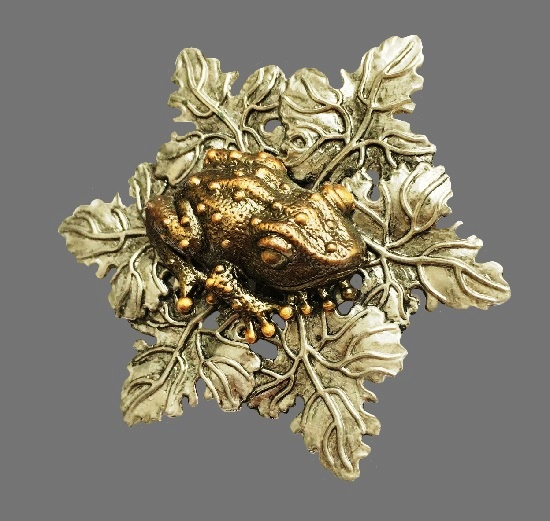 Frog on a leaf dress clip. Silver tone with blackening. Copper frog. 6 cm. 1980s
