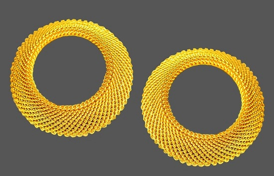 Gold tone mesh metal round earrings