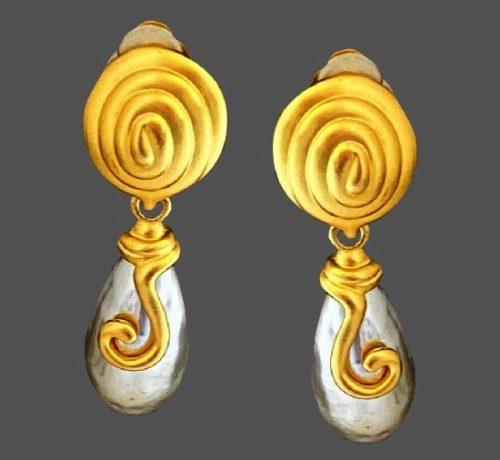 Gray pearl gold tone dangle earrings