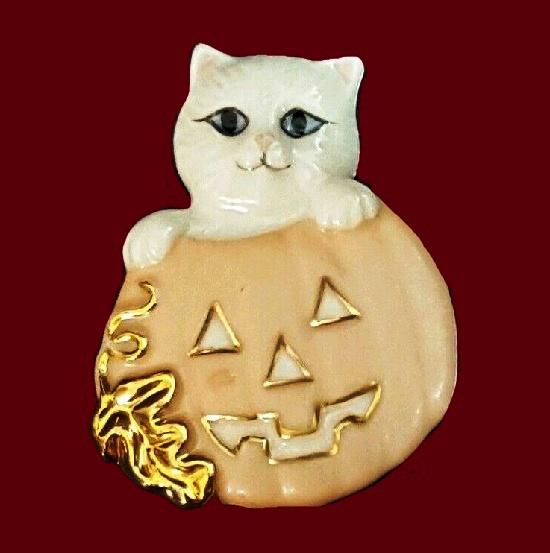 Halloween kitten in a pumpkin brooch. Porcelain, gold