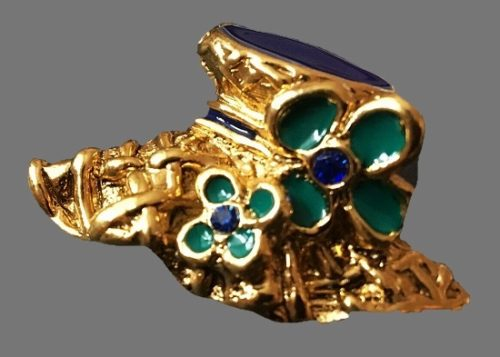 Hat with flowers brooch of gold tone, enamel, rhinestones