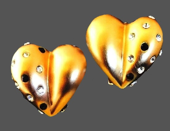 Heart earrings of gold tone, rhinestones
