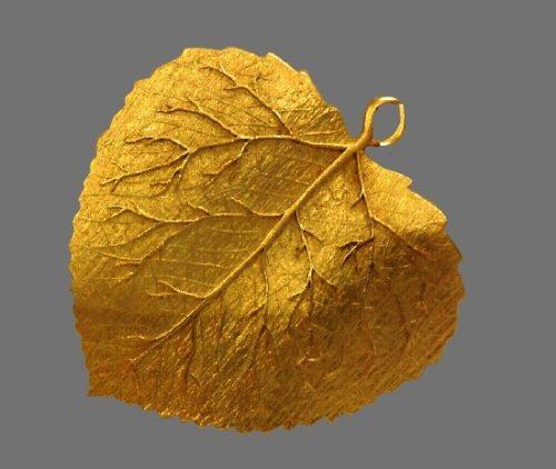 Leaf Pendant of gold tone