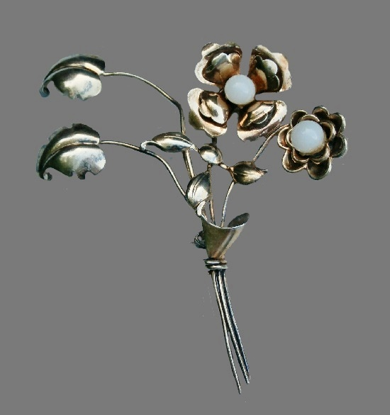Marked HI vintage flower brooch. Sterling silver oxidized, white bead
