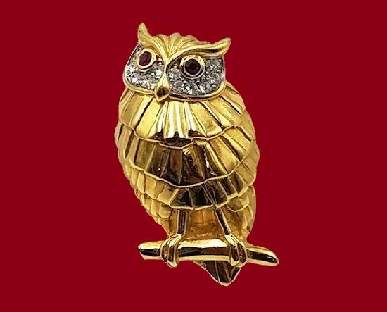 Owl brooch. Gold plated, rhinestones