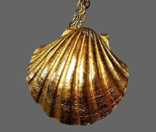Shell Necklace perfume locket of gold tone