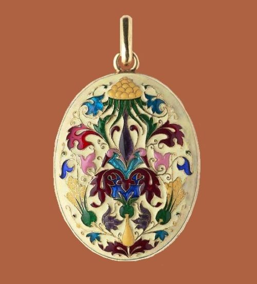 Beautiful pendant locket of oval form by Lucien Falize