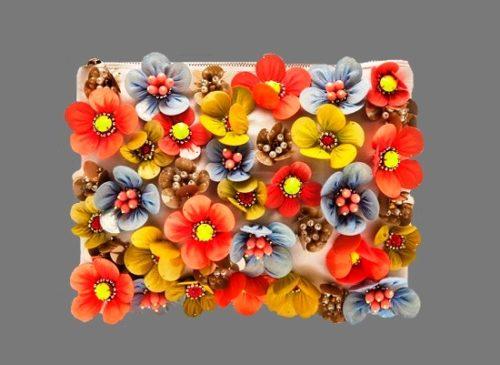 Colorful flower design bracelet