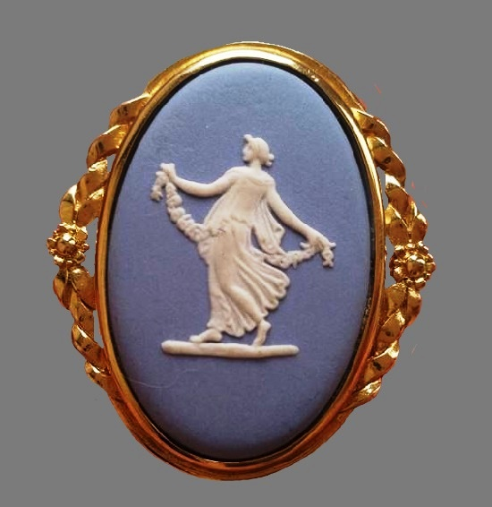 Dancing muse brooch. On a blue background from jasper porcelain a snow-white three-dimensional image of the Muse. Sterling silver with 14K gilding. 1970s