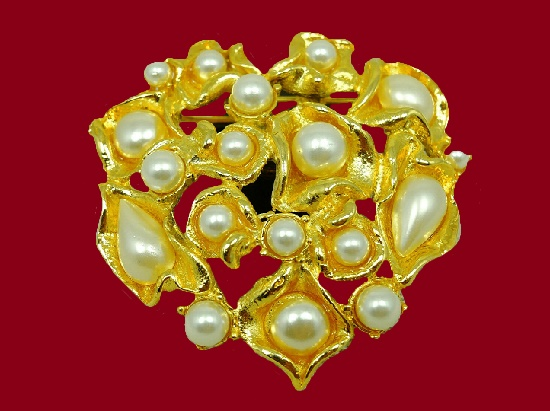 Faux pearl gold tone brooch pin. 1980s