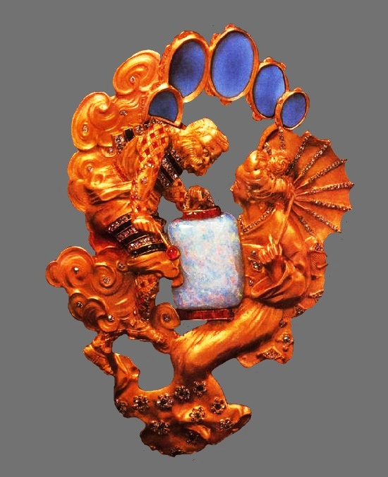 Figurative brooch pendant