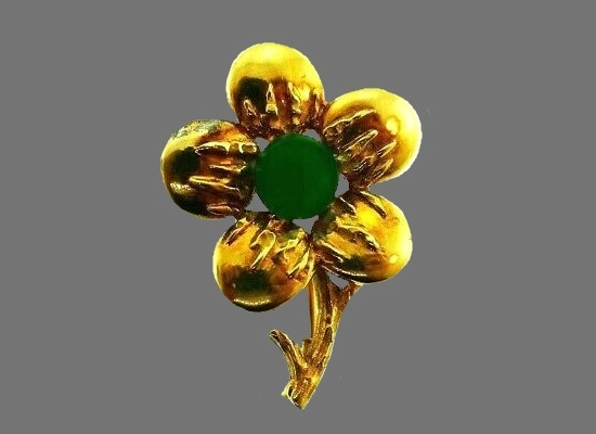Flower brooch. 18k yellow gold, chrysoprase, 1980s