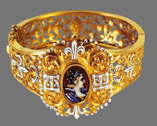 Gold open work bracelet with a cameo insert
