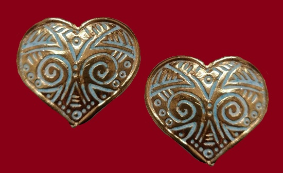 Heart shaped clips. 3,5 cm. Silver tone metal, enamel. 1980s