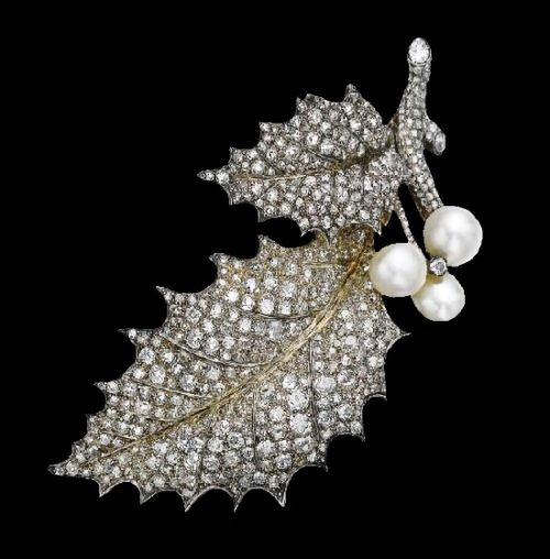 Holly branch brooch. Natural pearl and diamonds, late 19th century
