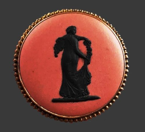 Jasperware terra-cotta black brooch, England 1957. Biscuit molding. 3 cm