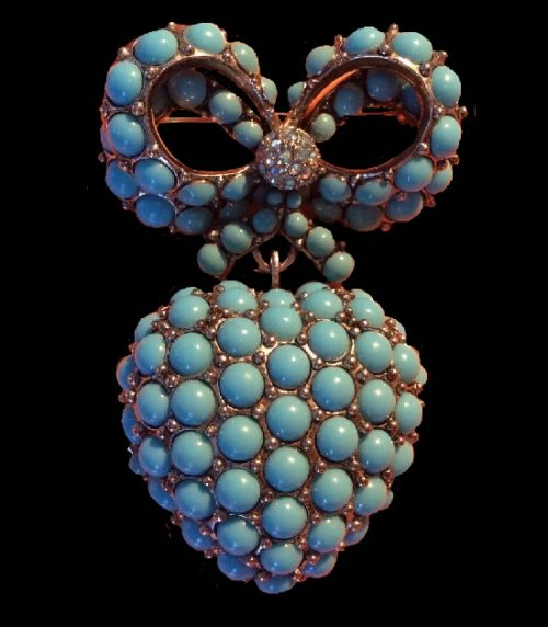 Joan Rivers heart with a bow vintage brooch. Silver tone metal, turquoise cabochons, swarovski crystals. 7 cm. 1990s