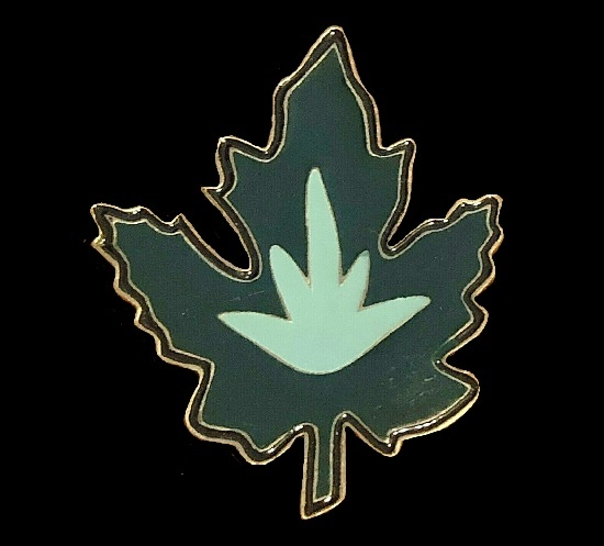 Maple Leaf enameled pin brooch, gold tone accent