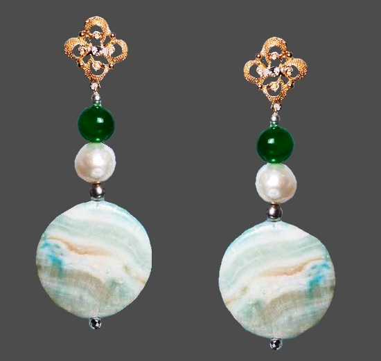 Mother-of-pearl dangling earrings