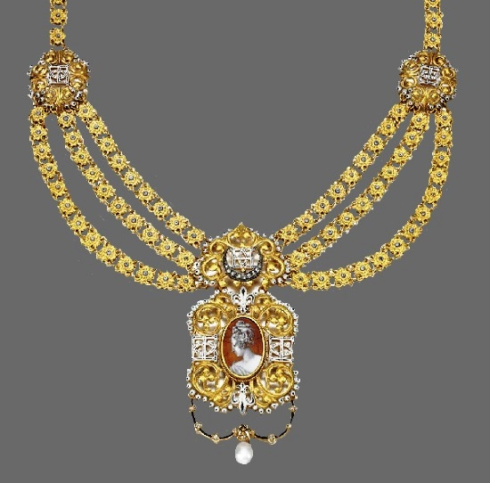 Necklace with centring on a copper and white enamel profile of a lady, monograms and fleur-de-lys, white and black enamel, rose-cut diamonds. Lucien Falize, 1880