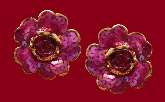 Purple flower clip on earrings. Gold tone metal, sequins, plastic. 4,5 cm. 1990s