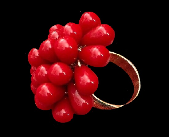 Red berry ring