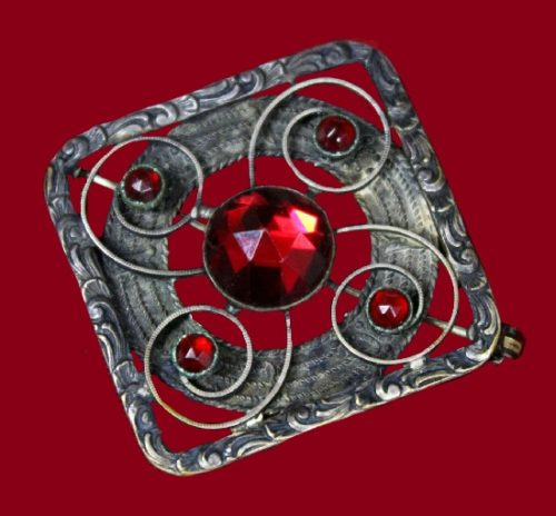 Red crystal antique early Art Nouveau (early 1900s) brooch. Marked C&R on the back and has lovely rose cut, made brass tone metal