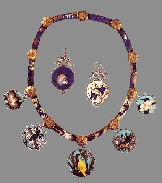 Set of necklace and earrings. 1867