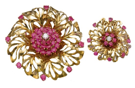 Set with rubies and diamonds pair of brooch and pendant