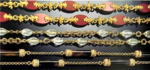 Three sotuars of gold with ornamental stones. 1970s. France