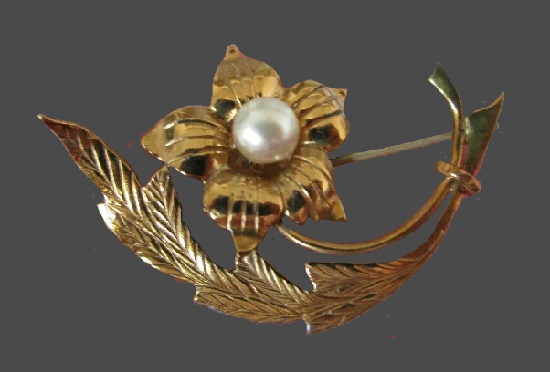 Pearl flower gold filled brooch pin