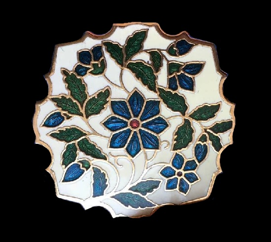 Beautiful flower pattern brooch. 1990s. 3.5 cm