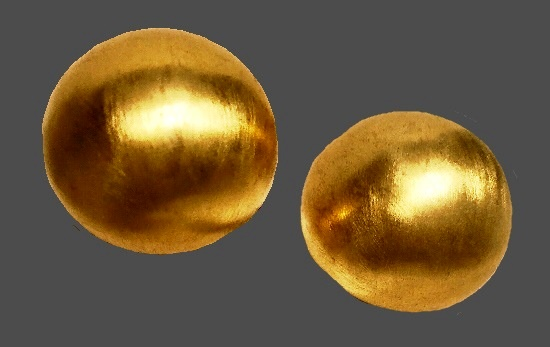 Big bold gold tone clip earrings