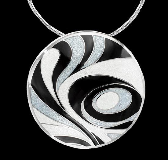 Black and white swirl round pendant
